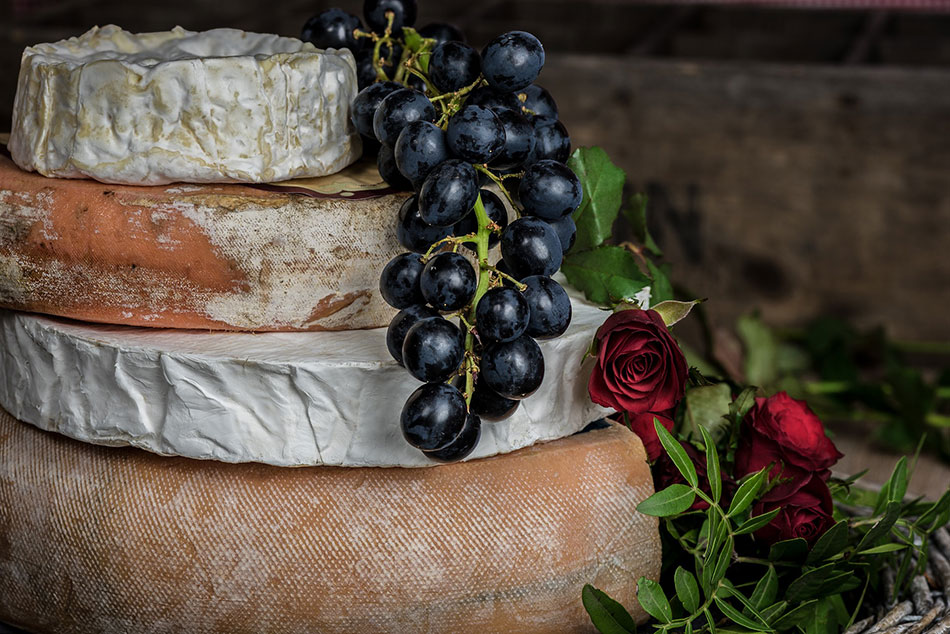 cheese rounds with grapes